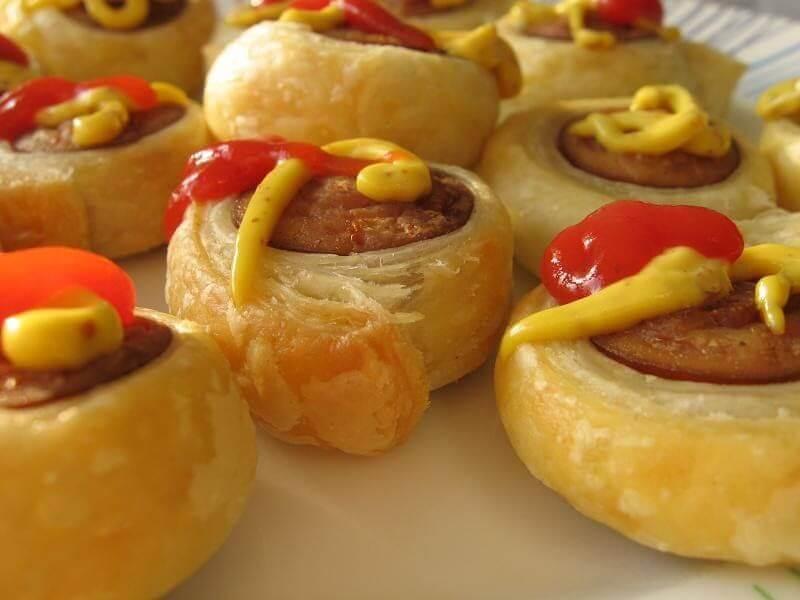 طرز تهیه لقمه سوسیس با خمیر یوفکا