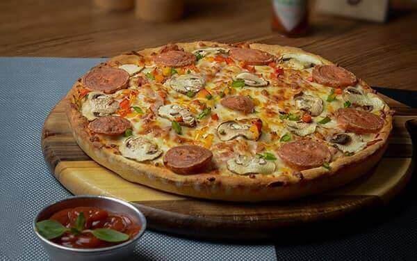 راه های جلوگیر از خمیر شدن پیتزا در فر